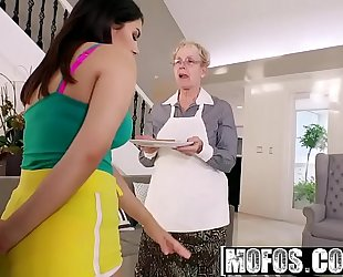 Mofos - i know that Married slut - valentina nappi shows her thick arse