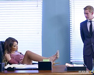 Brazzers.com - cassidy banks acquires some large white 10-Pounder at work
