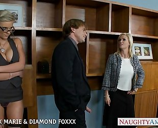 Blondes phoenix marie and diamond foxxx fuck in foursome