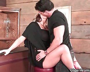 Milf acquires anal creampie