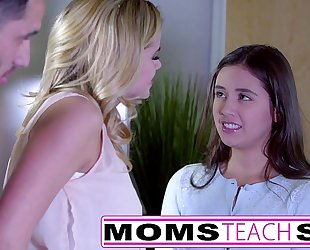 Momsteachsex - showing my legal age teenager daughter how to engulf large schlong