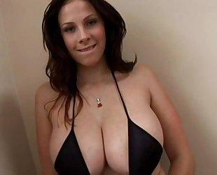 Gianna masturbating