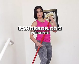I've got kitty caprice and aaliyah hadid on my large 10-Pounder (mda15755)