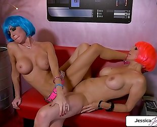 Julia ann and jessica jaymes lesbo duett going off