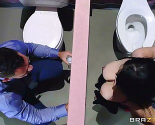 Brazzers.com - noelle easton love bath gloryholes