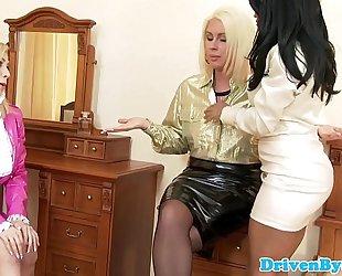 Busty kiki minaj pussylicking white lesbos