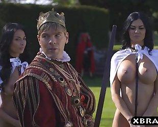 King copulates his breasty concupiscent servants jasmine and anissa