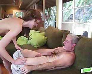 Gorgeous alexa grace likes to fuck beefy hard pole