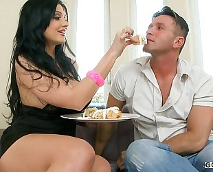 Aletta ocean - kitchen accident
