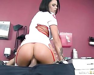 Brunette woman with juicy melons got her pussy creampied