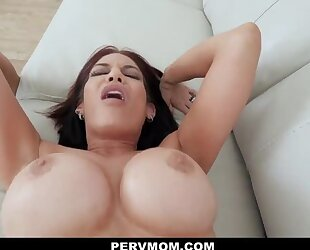 Lusty sex therapist with huge melons gets fucked in POV