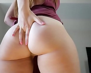 Beautiful latin babe with ideal a-hole and mangos undresses on web camera - 7dope.com